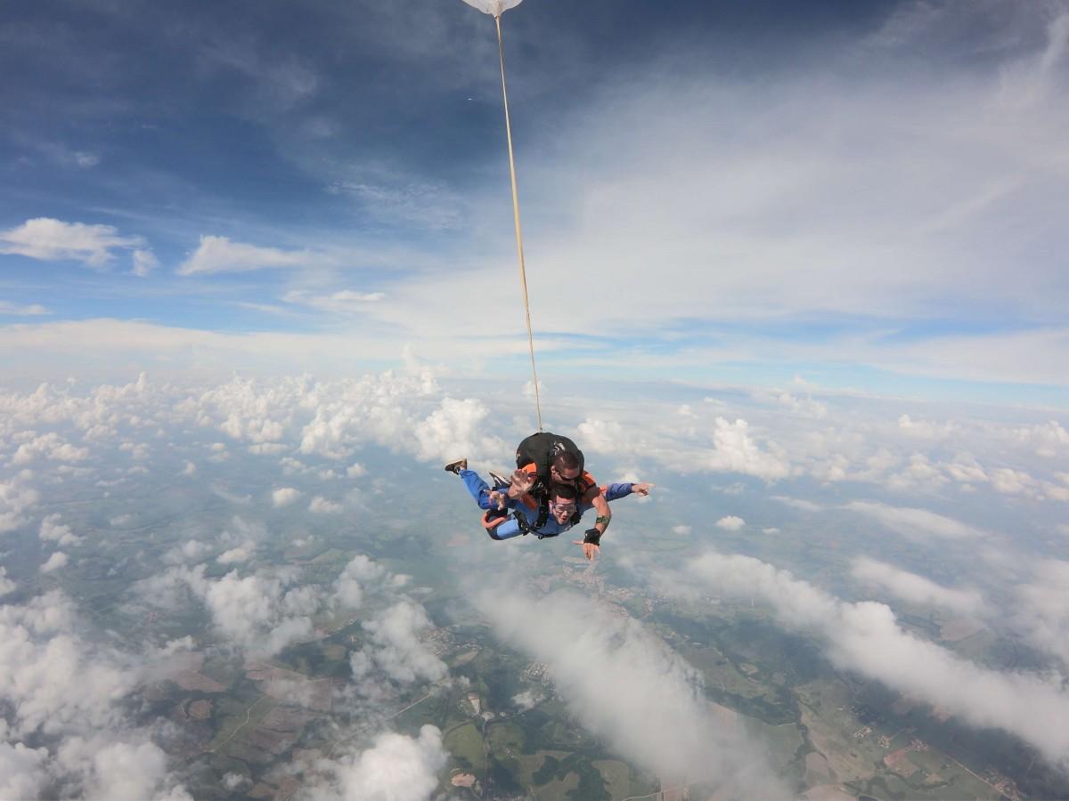 Paraquedismo no Brasil: As cidades mais bonitas para saltar no país