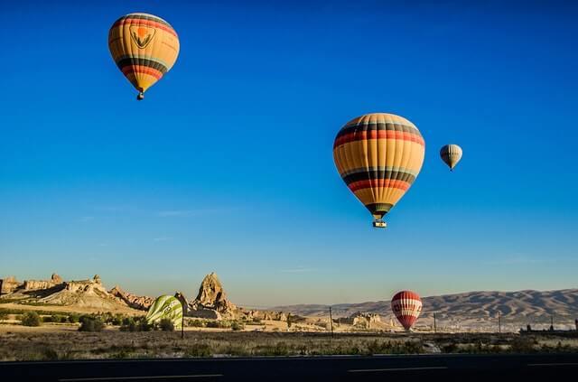 Balões de passeio no ar