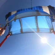 Paraquedas aberto no ar