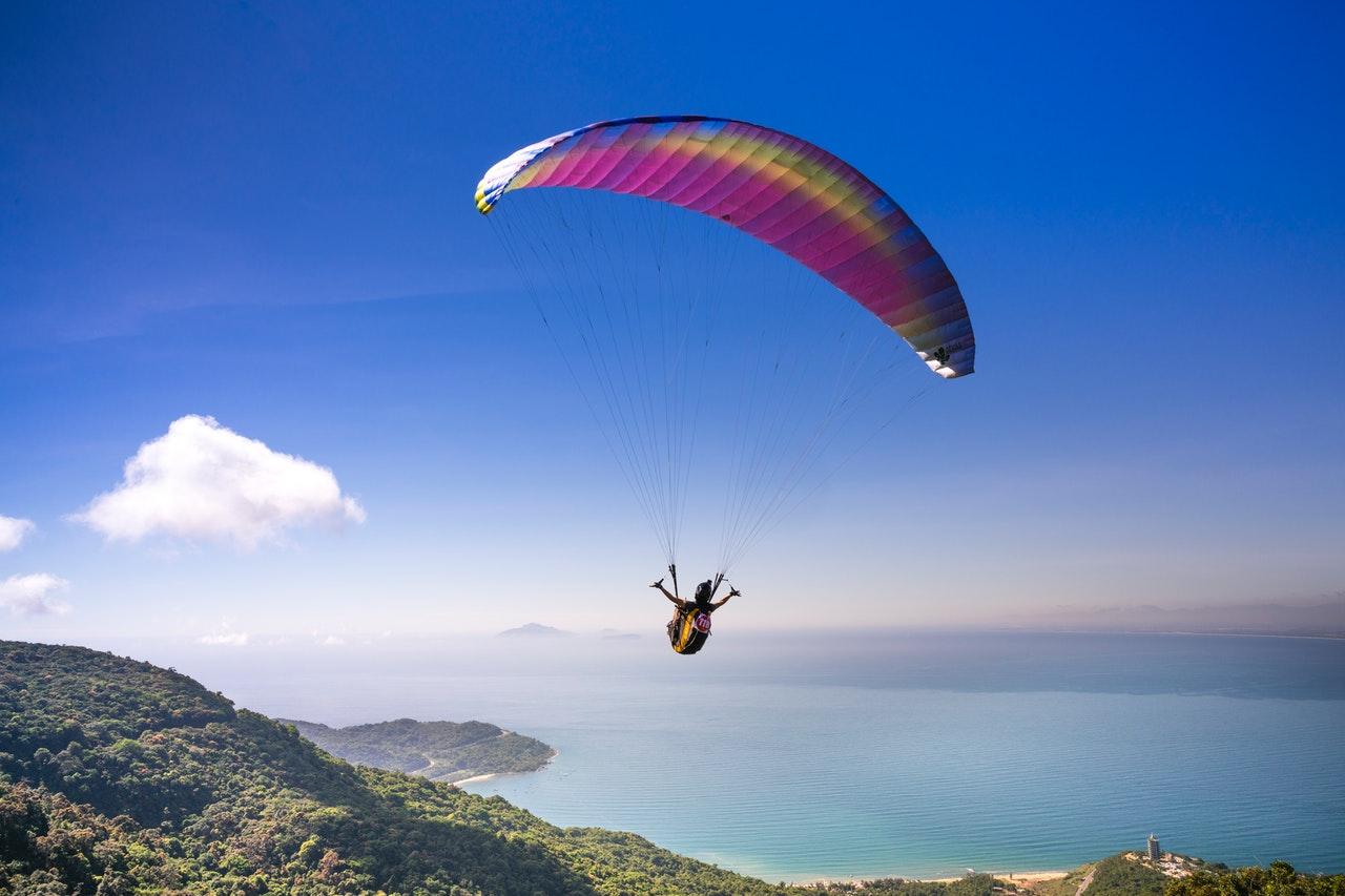 4 atletas do paraquedismo para você conhecer