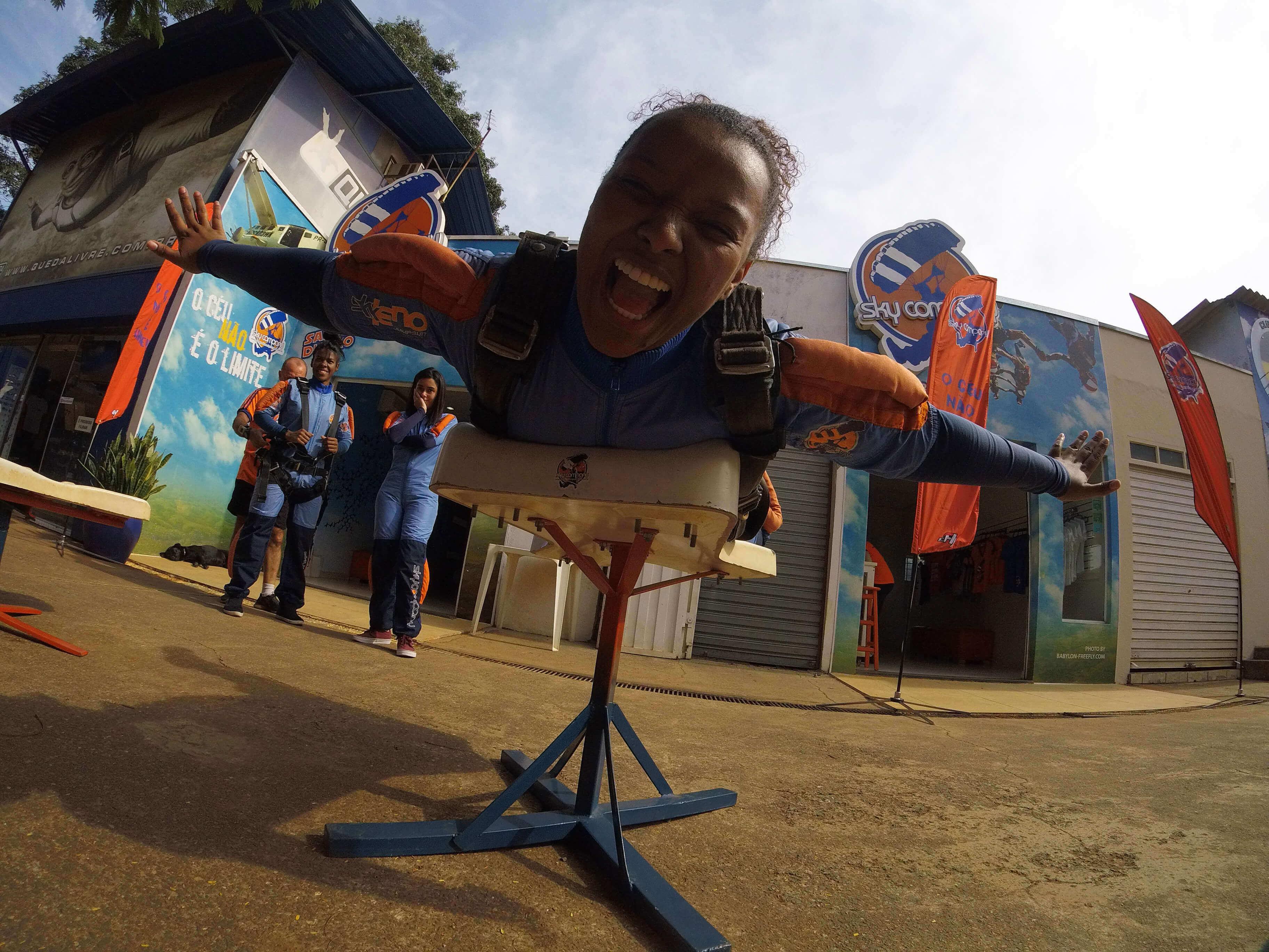 Conheças as mulheres mais famosas do paraquedismo mundial