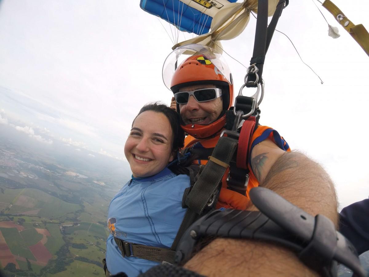 Faça o dia do seu aniversário mais radical e emocionante com um salto de paraquedas