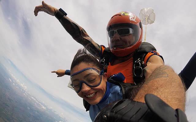 Salto de paraquedas com dicas
