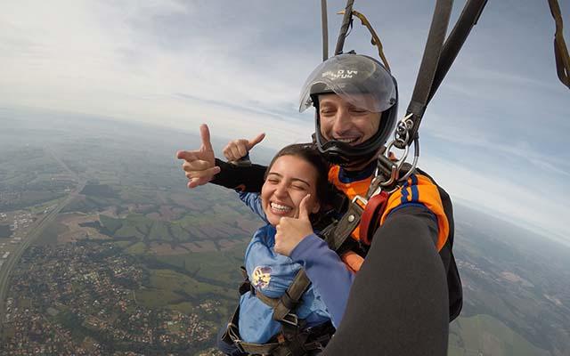 Salto de paraquedas