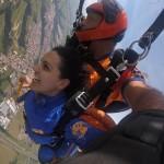 Paraquedista no salto de paraquedas