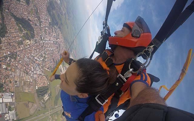 Como foi o maior salto de paraquedas do mundo