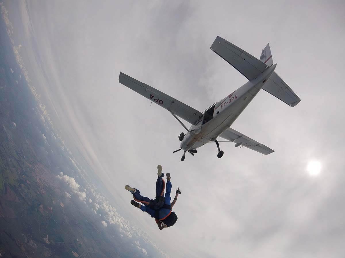 10 modalidades de salto de paraquedas para todos conhecerem