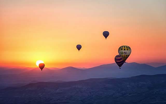 salto de paraquedas de balão