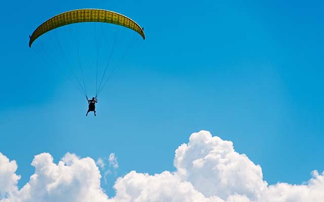 Famosos que saltaram de paraquedas