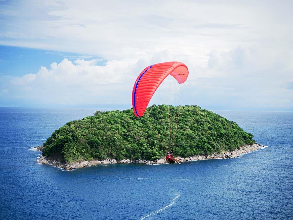 Saiba como aproveitar a praia e o paraquedismo em um só dia!
