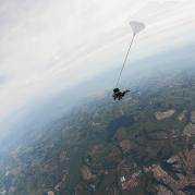 Paraquedismo ultrapassando a barreira do som