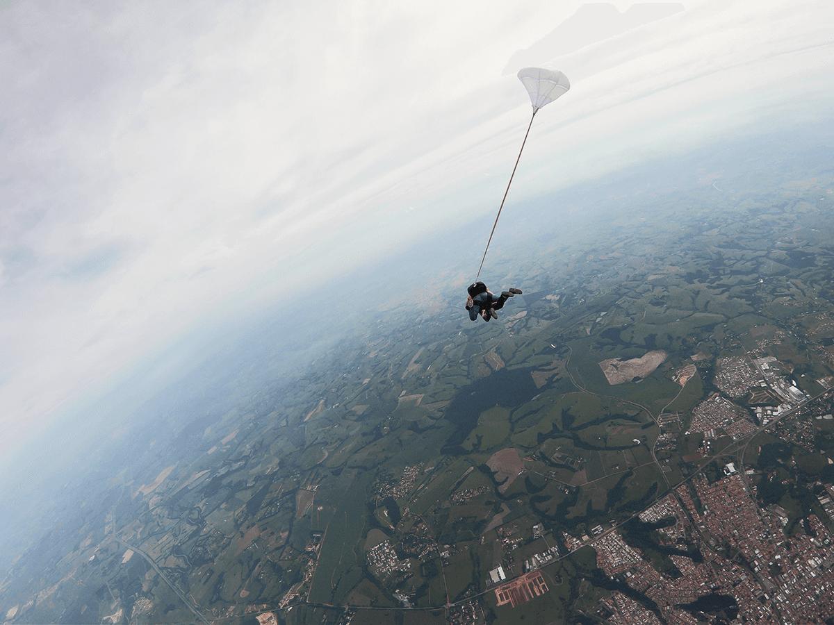 Barreira do som? O paraquedismo já foi além!
