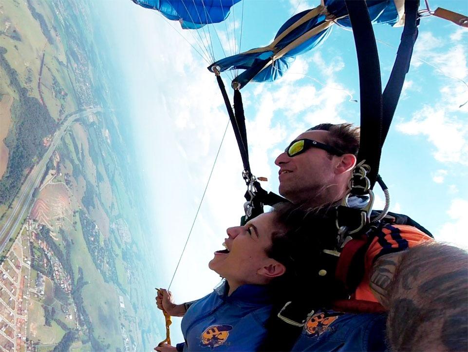 Como funciona a comunicação durante o salto?