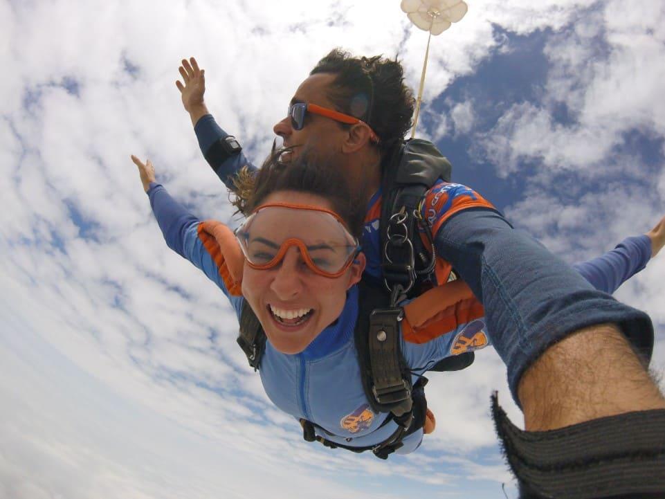 A história de um recorde feminino mundial no paraquedismo