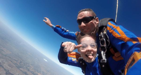 como-melhorar-a-autoconfianca-com-paraquedismo