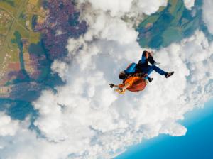 covid-e-salto-de-paraquedas