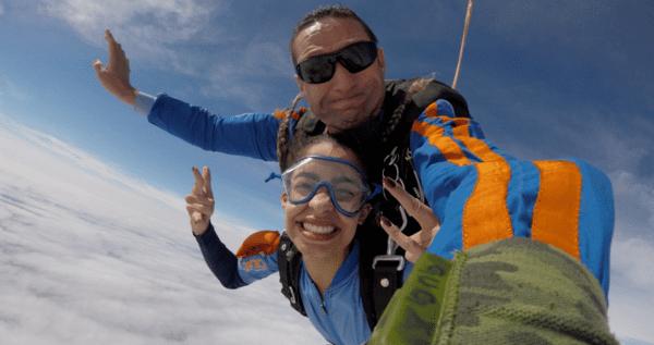equipamentos-essenciais-para-acampar-saltar-de-paraquedas