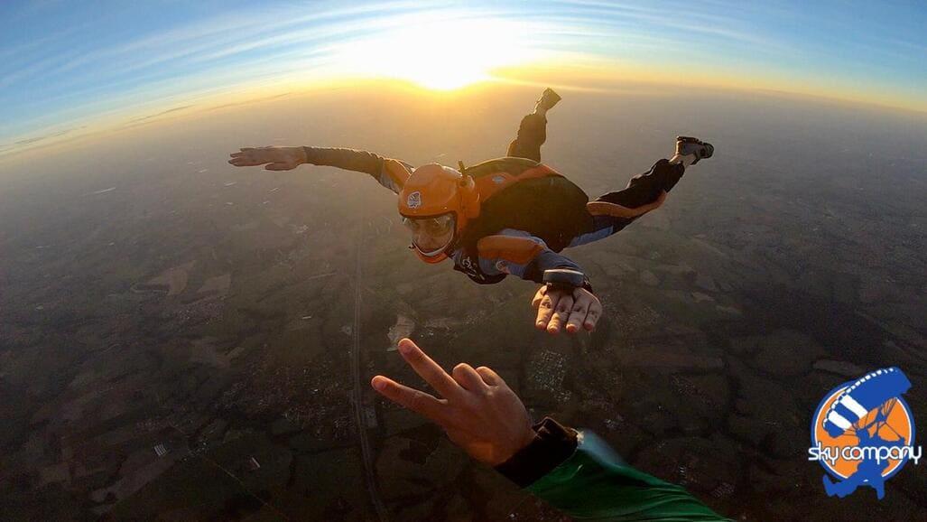 Saltar de paraquedas sozinho: veja como isso é possível