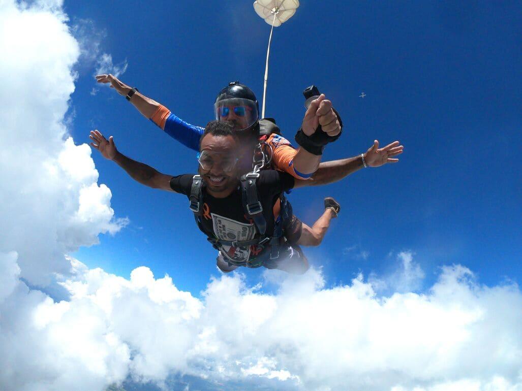 Quais estações do ano são propícias para saltar de paraquedas
