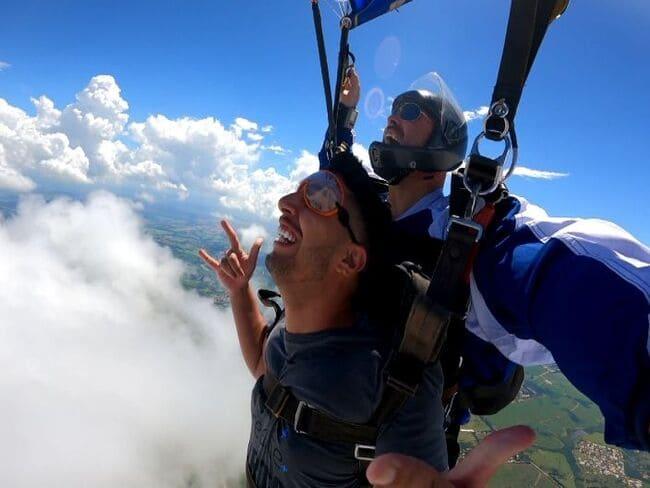 Abertura de paraquedas em altura de salto