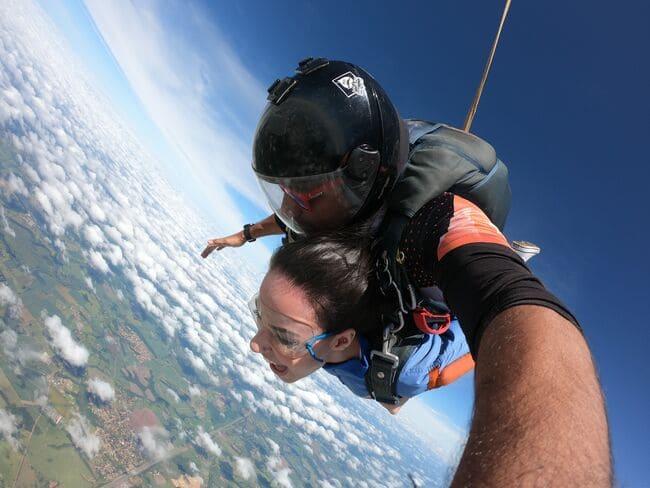 Como trabalhar o medo de altura para saltar de paraquedas?