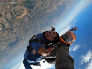 O que não pode impedir seu salto de paraquedas?