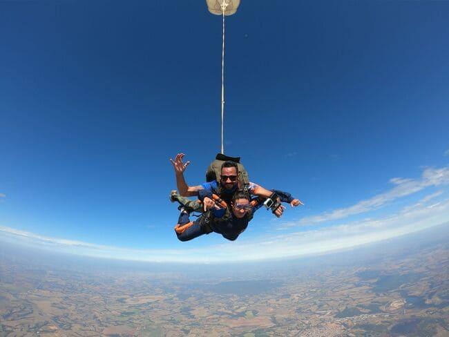 Saiba quais são os cursos de paraquedismo