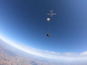 Conheça os cursos de paraquedismo