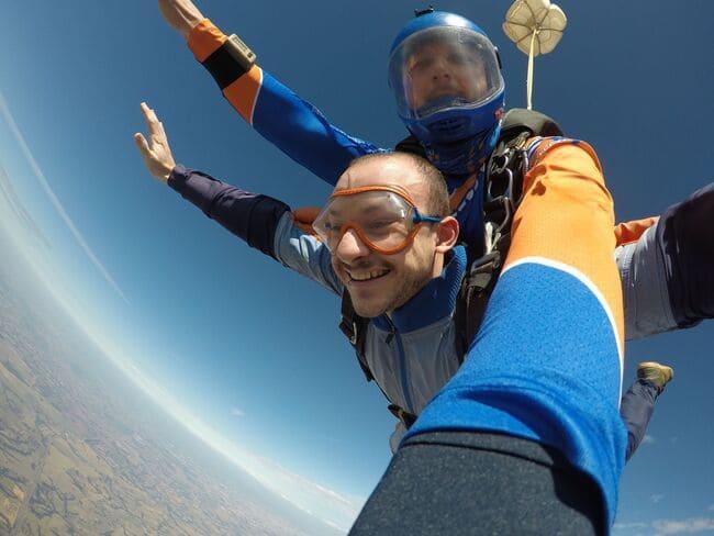 Paraquedismo como um dos esportes mais famosos do mundo